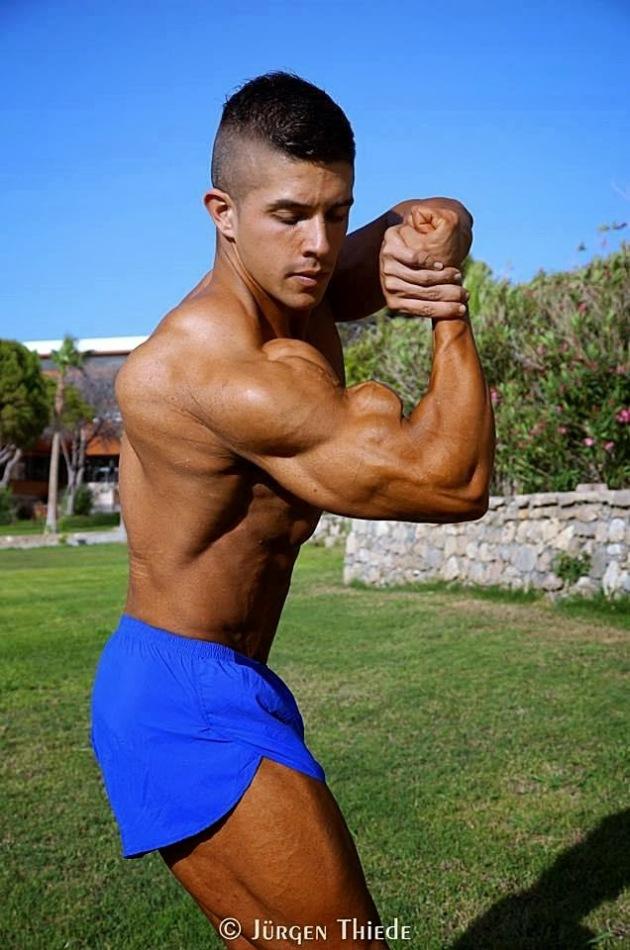 Borja Saura (30)