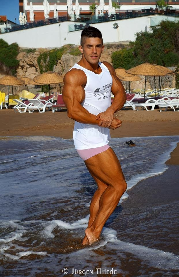 Borja Saura (37)
