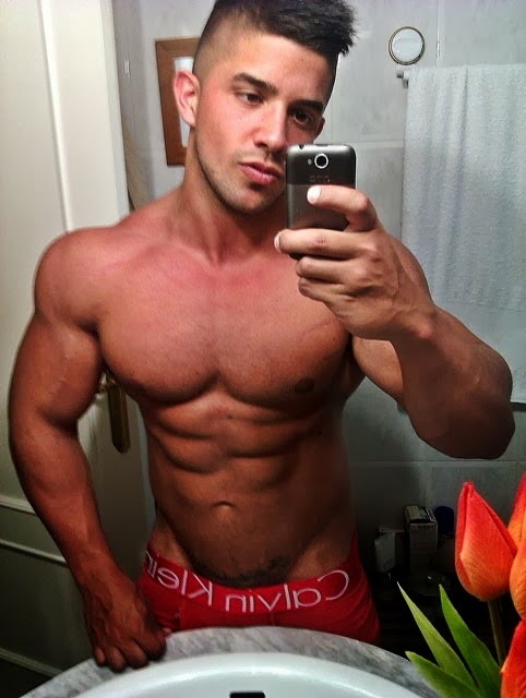 Adam Charlton Facebook Borja Saura | SHREDDED...
